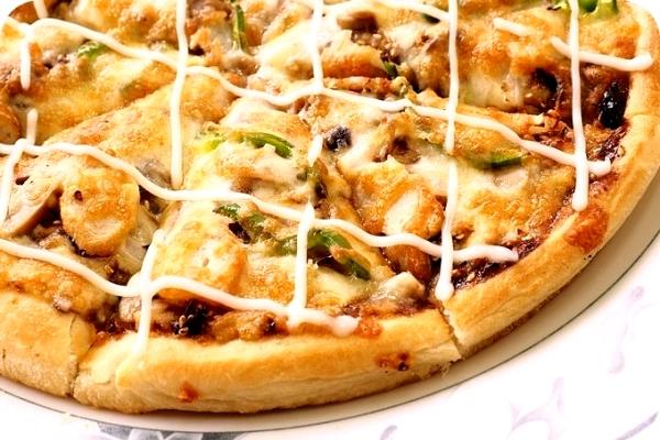 宜蘭》比薩客 Pizza 。30年老經驗,必點和風章魚燒披薩、可樂雞! @捲捲頭 ♡ 品味生活