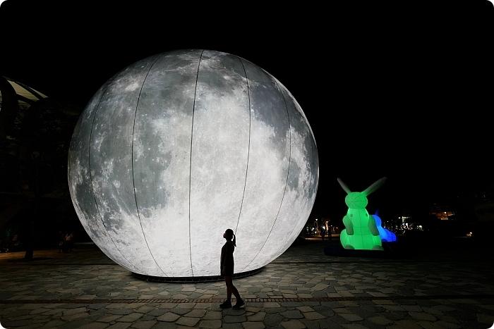 巨型月亮降落「冬山月亮廣場 」!超大月亮造景與繽紛彩兔,逼真月球表面讓人彷彿飛到外太空,中秋節限定! @捲捲頭 Wonderful 品味。生活