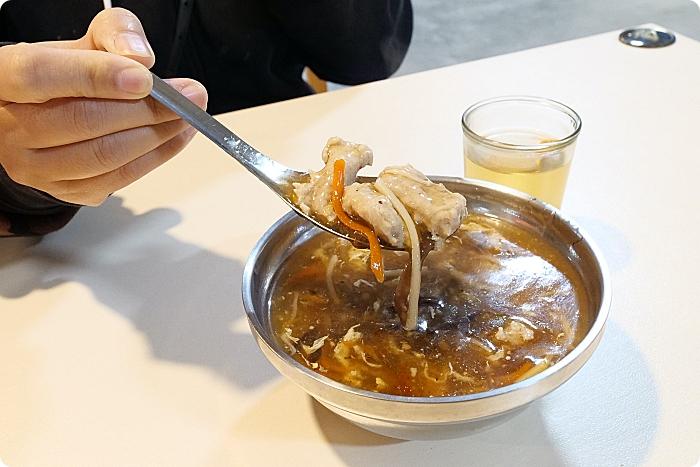三星美食⎪阿川米糕魚丸米粉。市場內的美食,米糕X地獄辣椒超好吃,還有配料不手軟的魚丸米粉! @捲捲頭 ♡ 品味生活