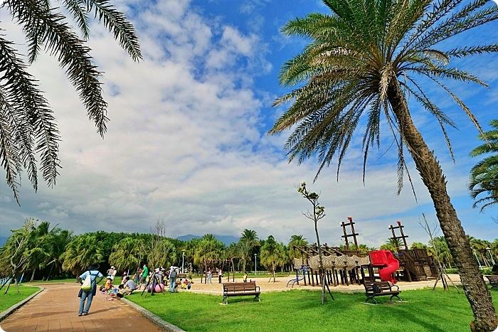花蓮景點 ▏南濱公園。這裡超好拍!浪漫MARRYME場景,太平洋無敵海景,騎車、漫步、看夕陽還有小孩最愛的挖沙區! @捲捲頭 ♡ 品味生活