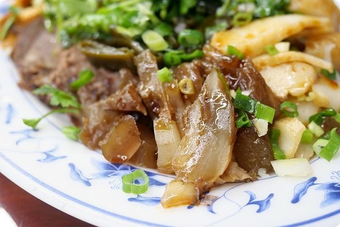 宜蘭美食⎮老曹曹記牛肉麵。滷味豪氣,大碗粗飽的牛肉麵! @捲捲頭 ♡ 品味生活