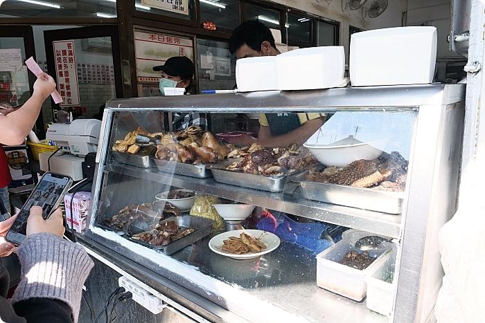 台中》老向的店麵食。人潮永遠滿滿,北平路上的人氣美食店。必點東坡排骨飯還有小菜通通來一盤! @捲捲頭 ♡ 品味生活