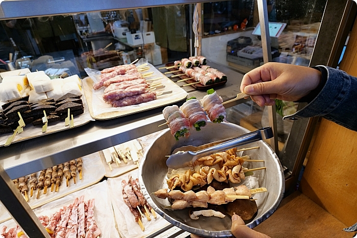 路邊烤肉 蘭城店》銅板價燒烤,一不小心就會拿太多的人氣串燒店,食材多樣串串美味! @捲捲頭 Wonderful 品味。生活