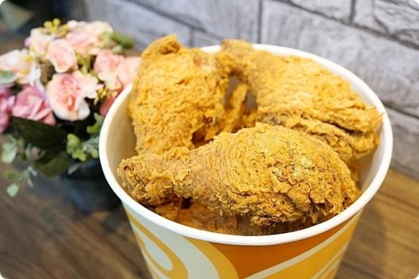宜蘭》網評4.6星宜蘭超好吃炸雞!預約才吃的到的爆汁炸全雞,咔滋咔滋的現炸多汁享食光全家餐,還有比臉還大的雙味雞排! @捲捲頭 ♡ 品味生活
