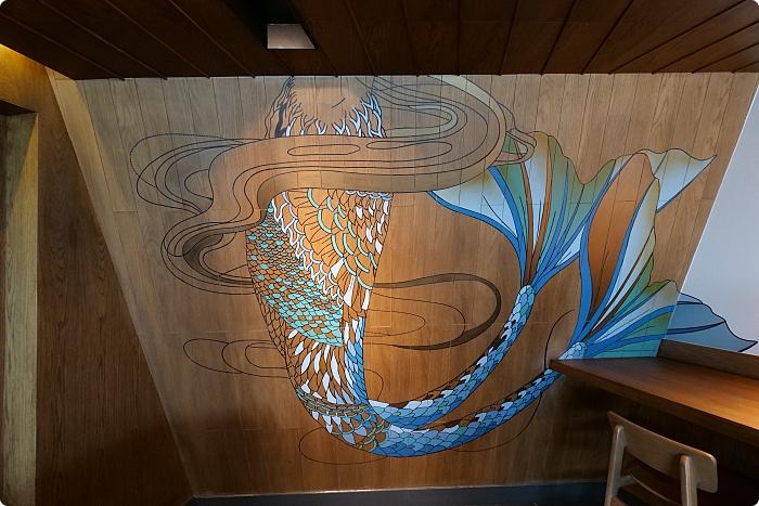 頭城》遊艇星巴克~坐擁山海美景,超吸睛藍色落地玻璃、美人魚工藝牆面。首賣遊艇手繪餅乾,還有限定馬克杯、獨家露營椅可收! @捲捲頭 ♡ 品味生活