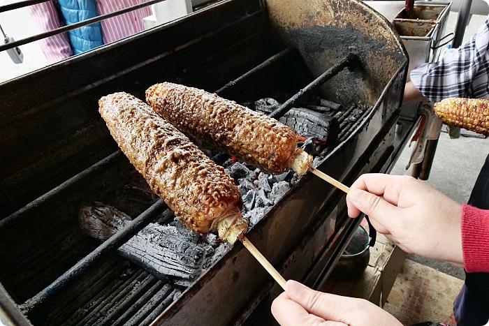 宜蘭》碳烤玉米大車拼!碳火中翻滾的烤玉米,黑連烤玉米X燒番麥X一品香,誰最對你的胃! @捲捲頭 ♡ 品味生活
