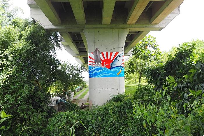 宜蘭》雙園自行車道。新打卡亮點!藏在橋下的彩繪藝術,還能與火車同行散步綠空廊道! @捲捲頭 ♡ 品味生活