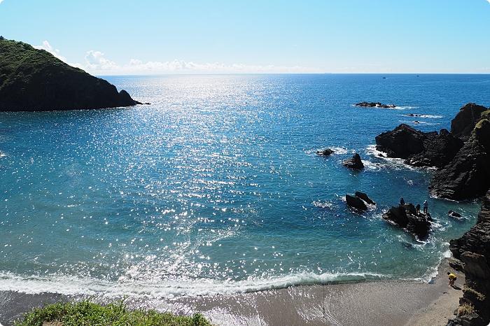 蘇澳 》賊仔澳 彩石沙灘。在地人最強美景曝光,還有海神網美樓梯,拍出張張美照,爬一百次也甘願! @捲捲頭 ♡ 品味生活