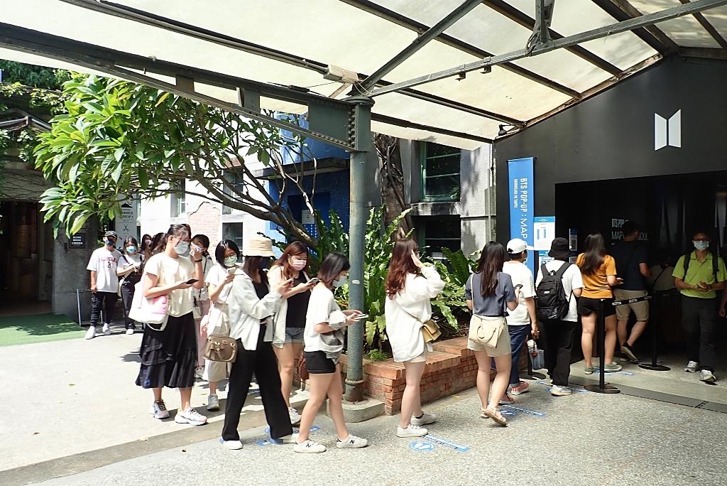 BTS 防彈少年團台灣快閃店》 免費入場!四大必拍場景,韓國空運TinyTAN公仔、海報、300款以上周邊買起來,阿米們快來朝聖了! @捲捲頭 ♡ 品味生活